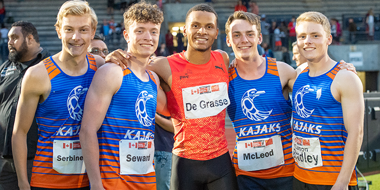 Kajaks hang with De Grasse