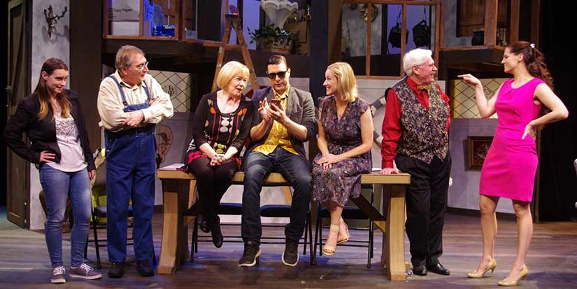 Metro Theatre shows what 'A Bunch Of Amateurs' can do